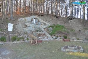 Góra Kalwaria z Drogą Krzyżową i grotą Matki Boskiej z Lourdes